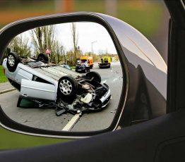 Unfall im Außenspiegel sichtbar